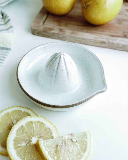 Utensílio de cozinha criado pela artista Flor Bertarini