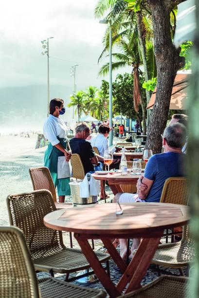 Hotel Arpoador: mesas no calçadão e aposta nas experiências