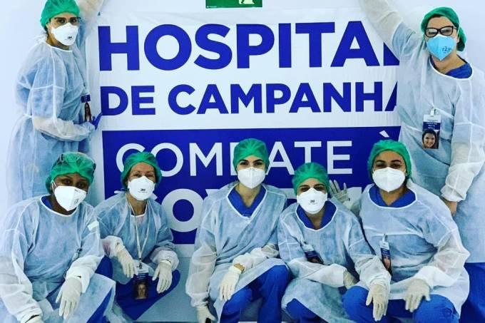 Adriana Correa e colegas do hospital de campanha (acervo pessoal)