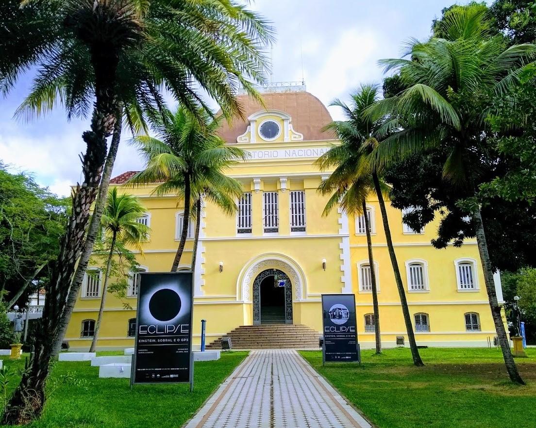 Fachado do prédio do Museu de Astronomia e Ciências Afins