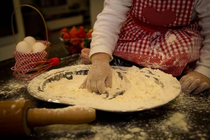 criança cozinha