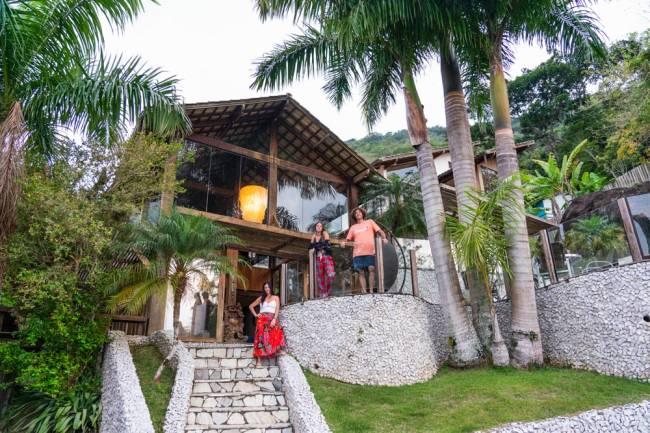 Viagem de isolamento em Paraty: a casa é perto de tudo, e ao mesmo tempo cercada de natureza