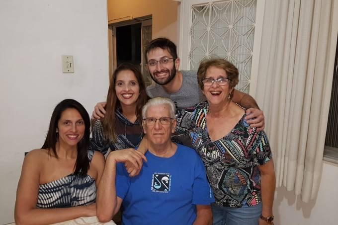 Luciana com o pai, a mae e os irmaos