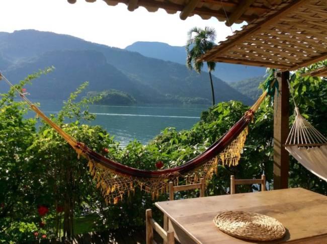 Airbnb em Paraty e Mamanguá: uma rede, mar e essa vista. Do que mais a gente precisa?
