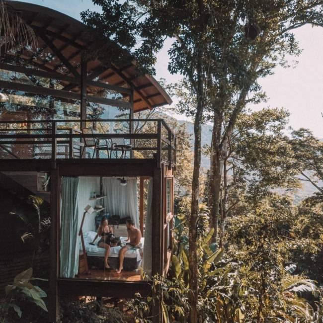 Airbnb em Ubatuba: projeto foi capa de revista de decoraçao