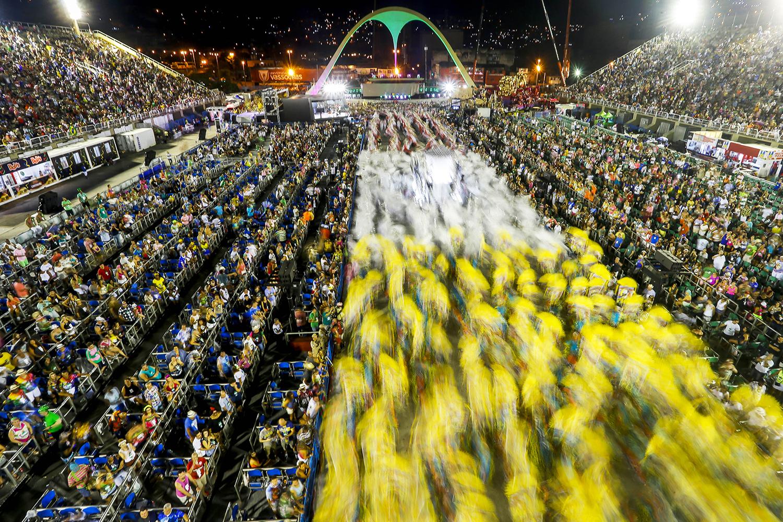 Imagem mostra a Marquês de Sapucaí, no Rio, durante um desfile de escola de samba