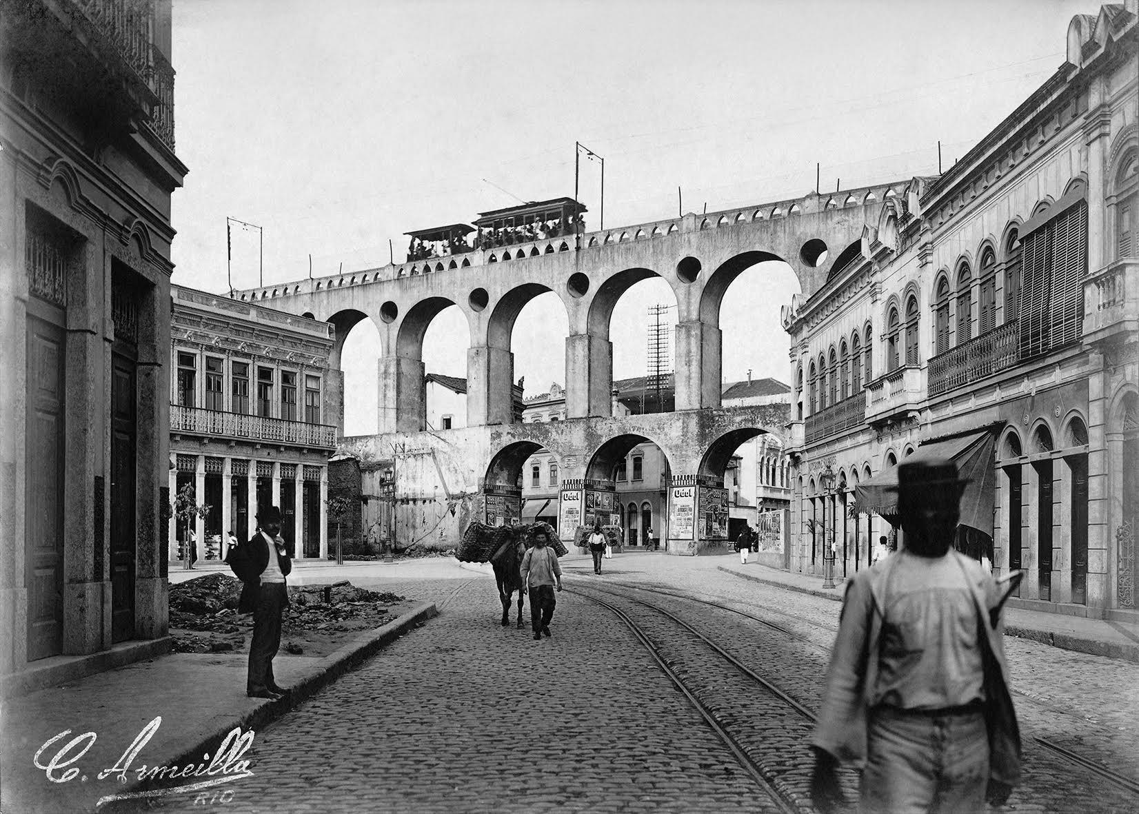 Arcos da Lapa: foto tirada por Armeilla na Rua Mem de Sá, circa 1906