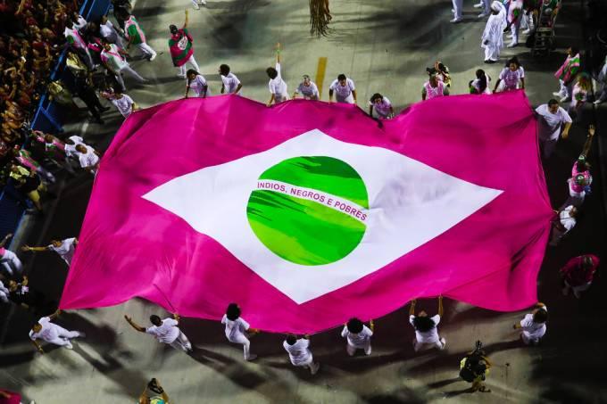 Banderia Rosa – Mangueira – Foto Fernando Grilli