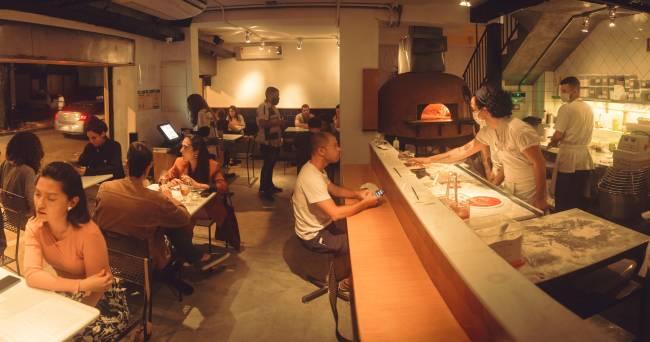 Ambiente da Pizzaria Ferro e Farinha em Botafogo