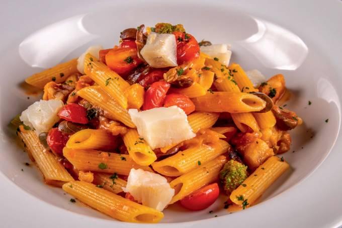 Gero_penne com bacalhau, tomate fresco, alcaparra e azeitonas pretas_credito tomas rangel