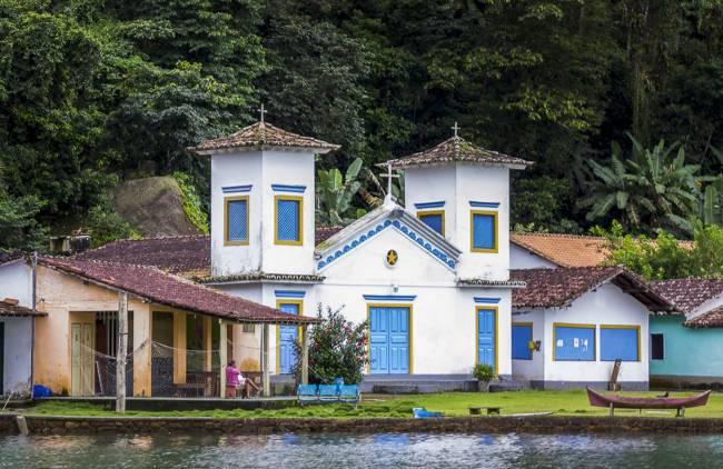 O povoado histórico da Ilha do Araújo: modo de vida caiçara