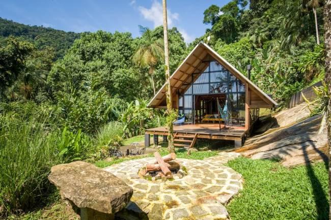 E a cabana super charmosa no meio da floresta