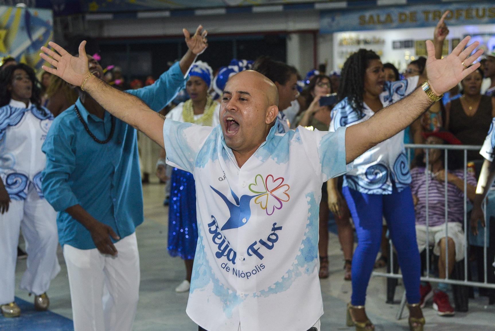 O diretor de carnaval Dudu Azevedo no ensaio da Beija-Flor.