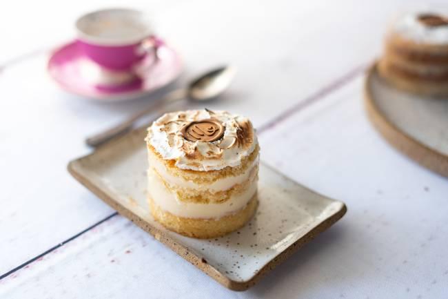 torta de limão coberta de merengue