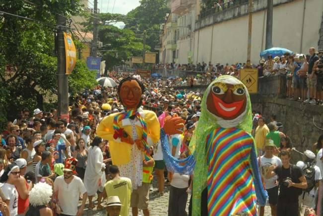Blocos de rua não apoiam decreto que define carnaval fora de época.