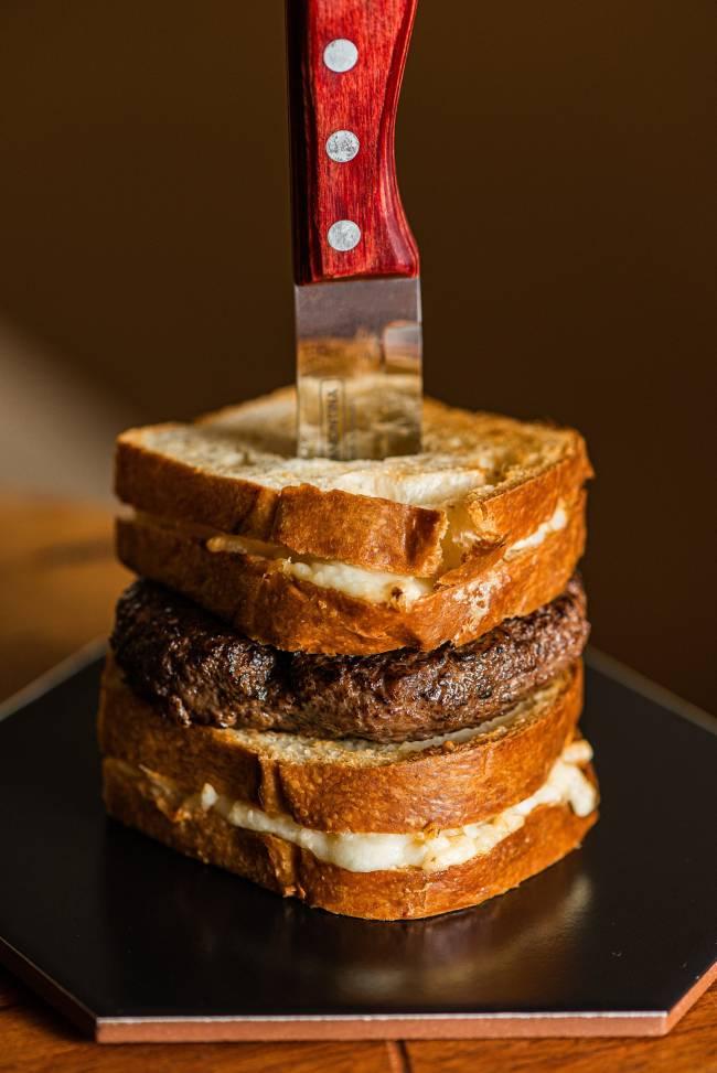 burguer de queijo-quente trufado