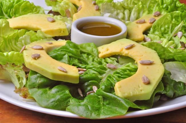 salada de abacate com sementes de girassol