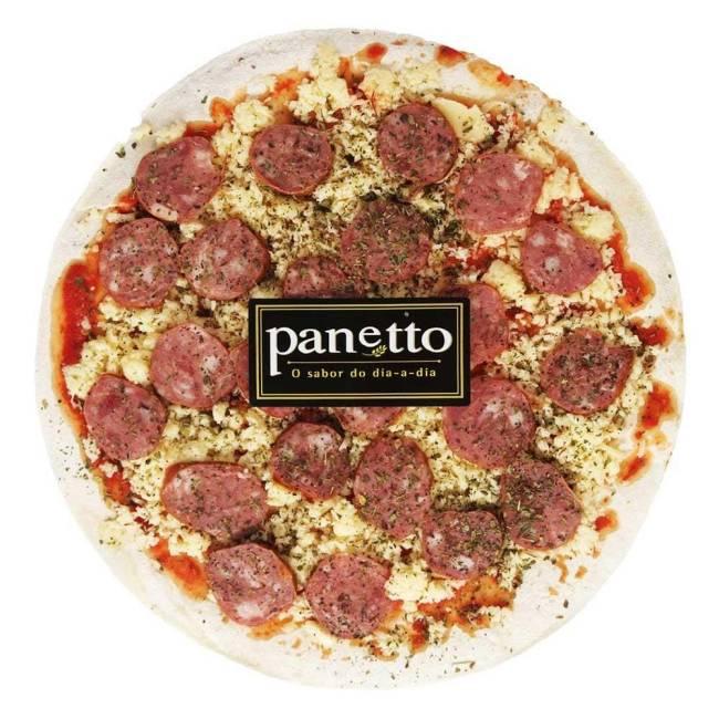 A imagem mostra um disco de pizza sabor calabresa