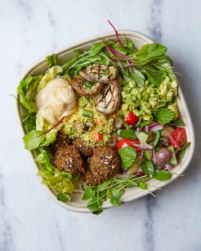 bowl vegano com faláfel e guacamole