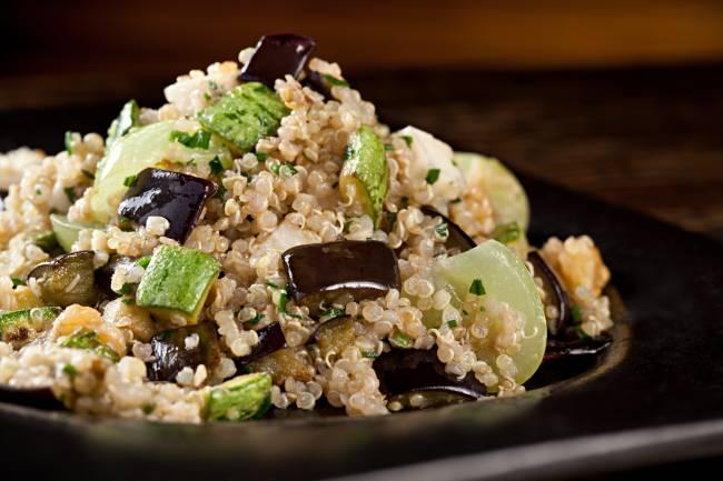 salada de quinoa com abobrinha
