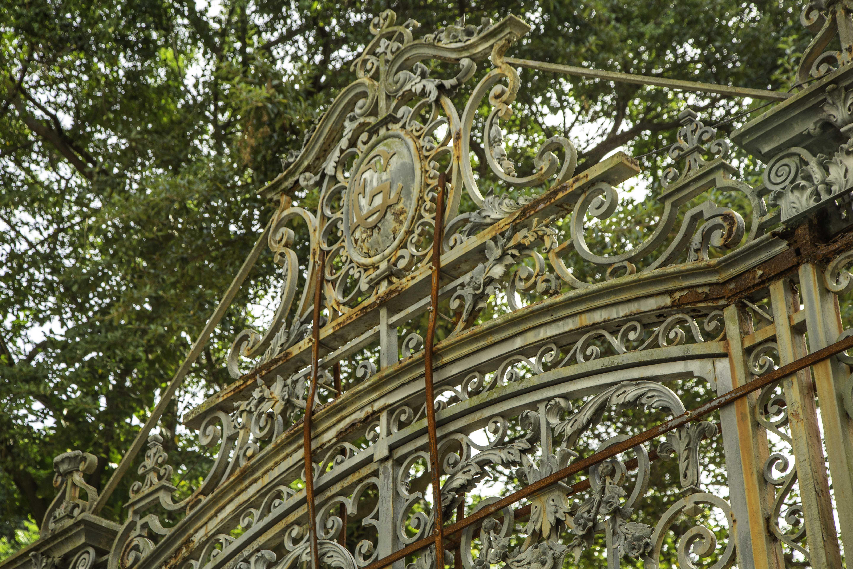 Detalhes do portão deteriorado