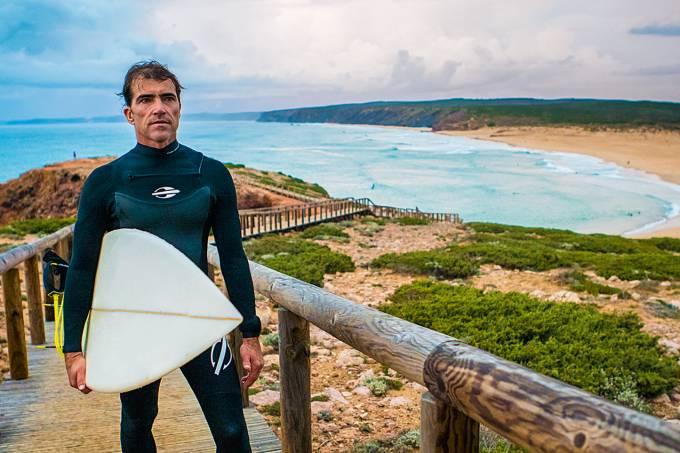 Carlos Burle, surfista.