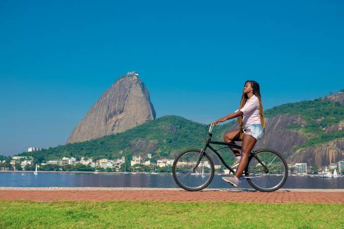 Woman riding a bicycle in front of the Sugarloaf