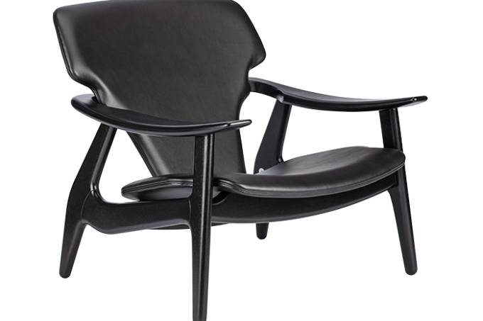 Poltrona Diz com assento e encosto estofados em couro ou camurça por 17.890 reais no ARQUIVO CONTEMPORANEO _ versão all black _ foto frontal