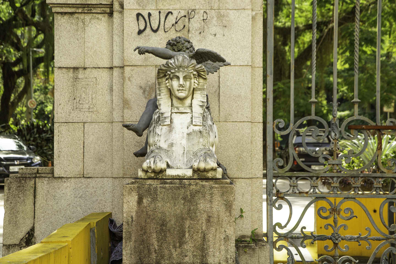 Estátuas deterioradas