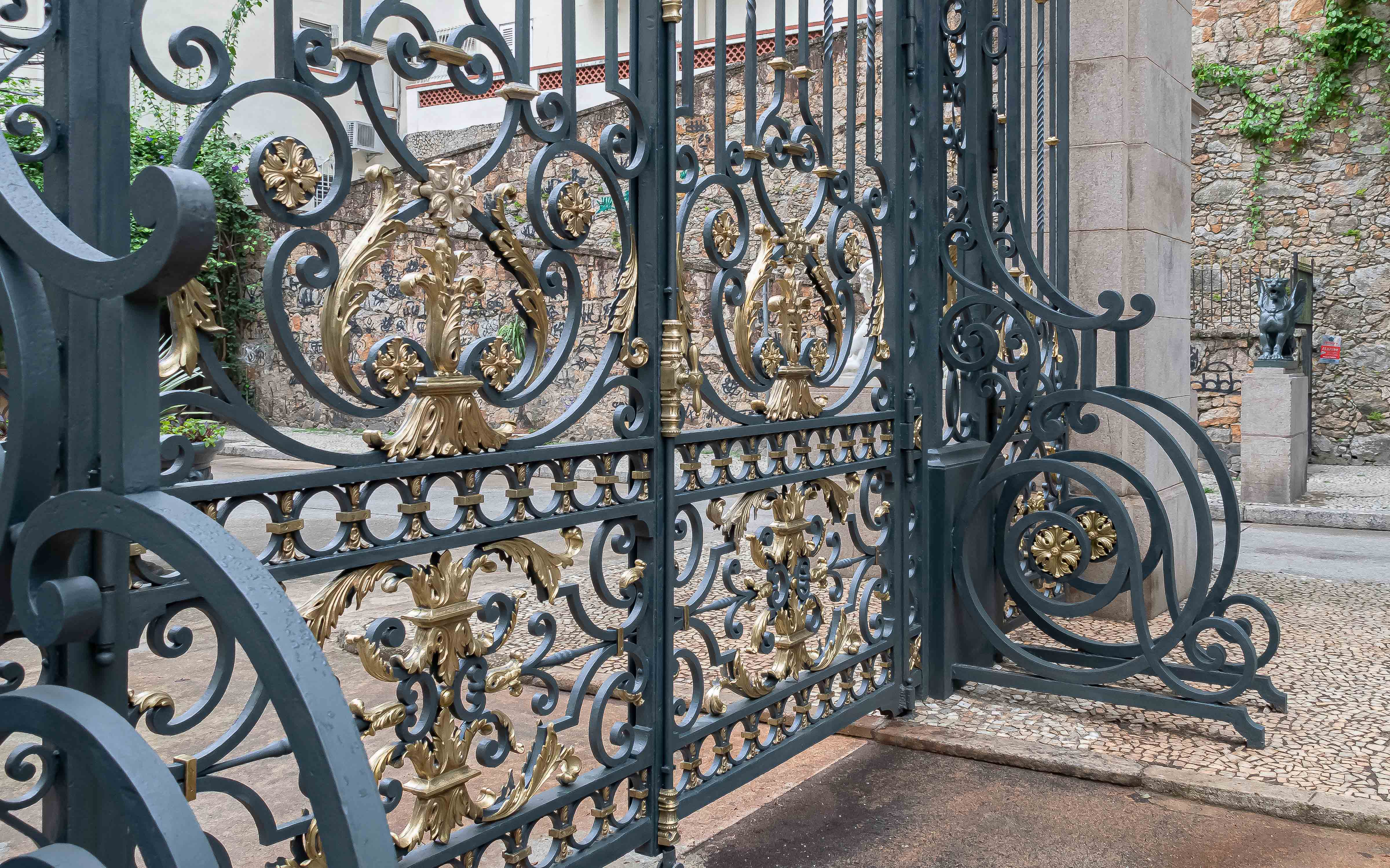 Portão de ferro fundido