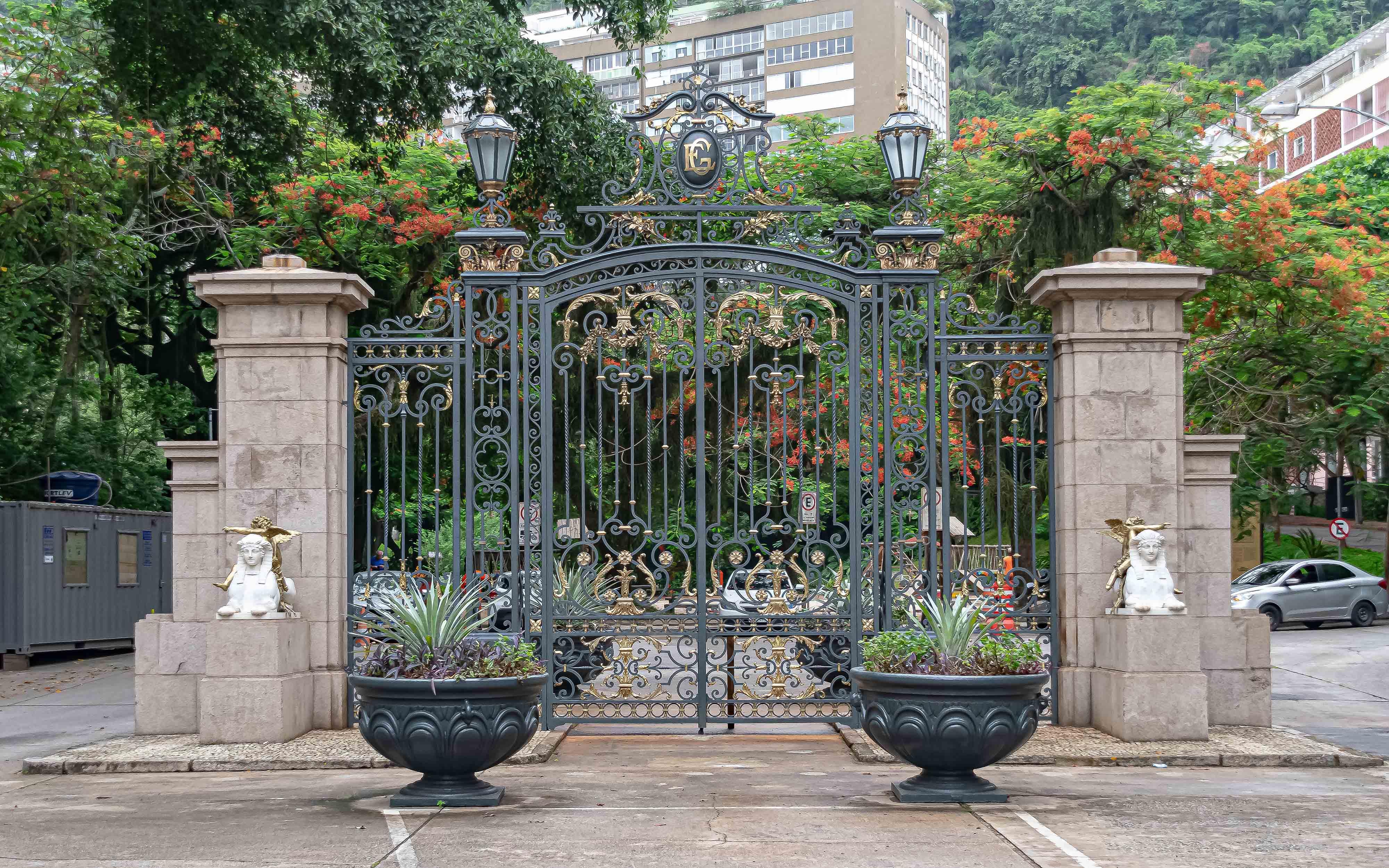 Foto do portão de ferro
