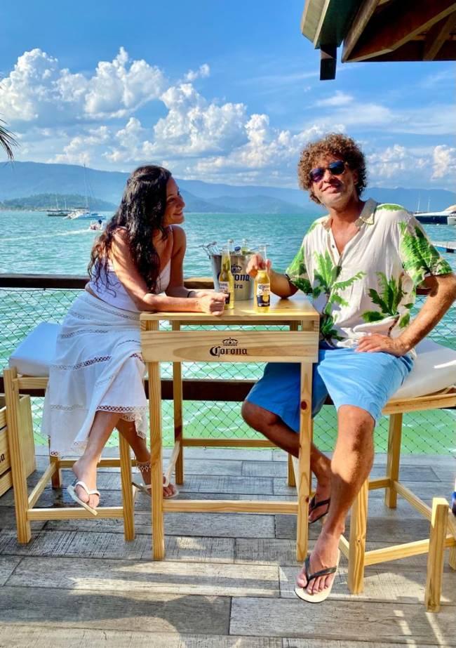 Onde beber em Paraty ao ar livre: o Via Marine, de frente pro mar!