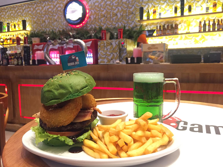 Banana Jack: burger e chope verde