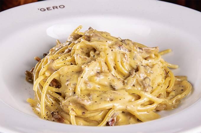 Gero_spaghetti-alla-carbonara—spaghetti-com-parmesão,-gema-de-ovo-e-guanciale_credito-tomas-rangel.jpg