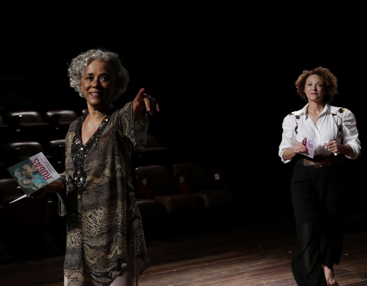 Duas atrizes no palco