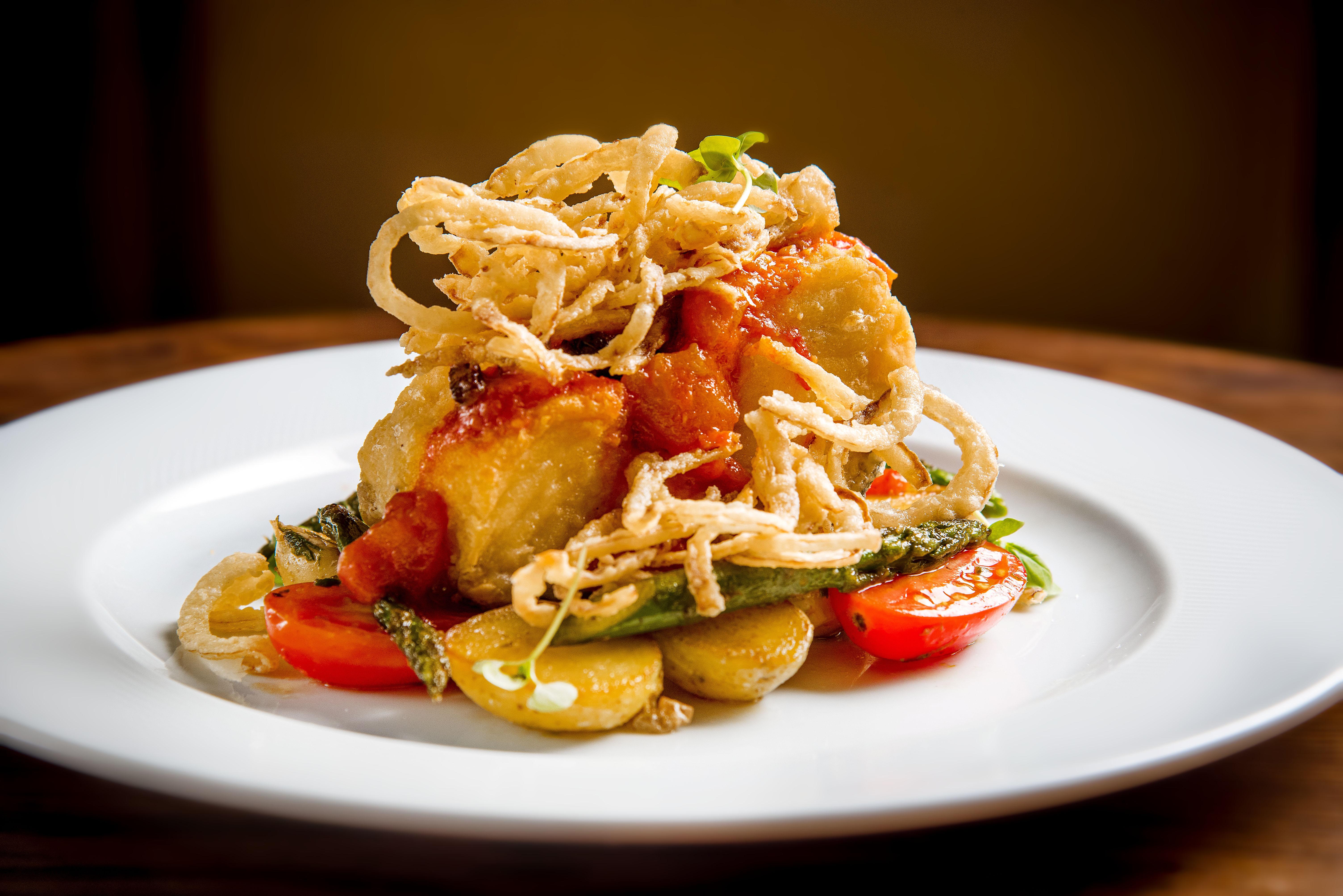 Tre Torri: bacalhau com legumes e molho pomodoro