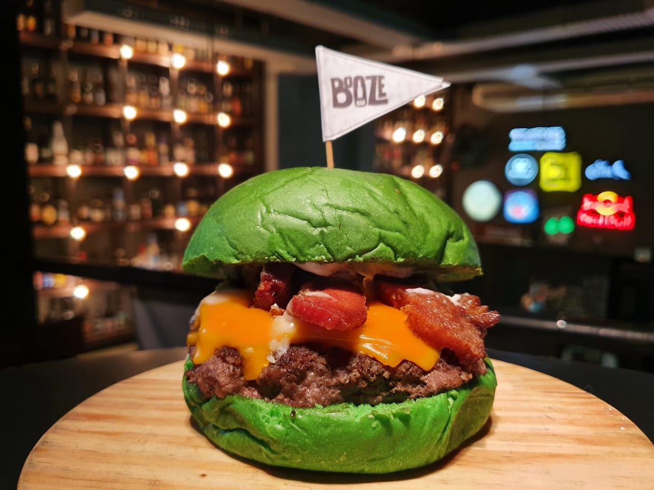 St Patrick's no Booze Bar: até o sanduba é no pão verde