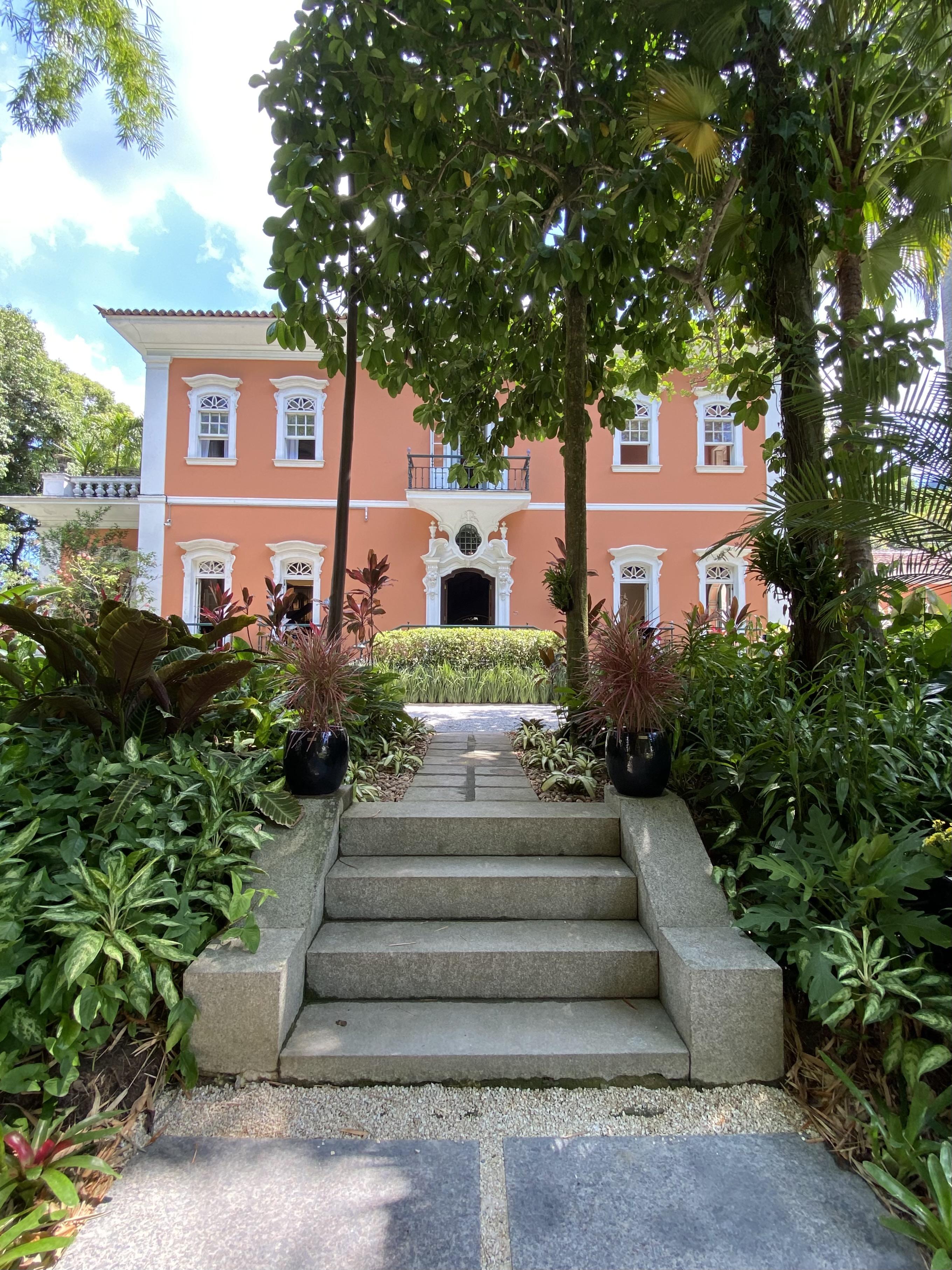 Imagem mostra fachada do Palacete Brando Barbosa