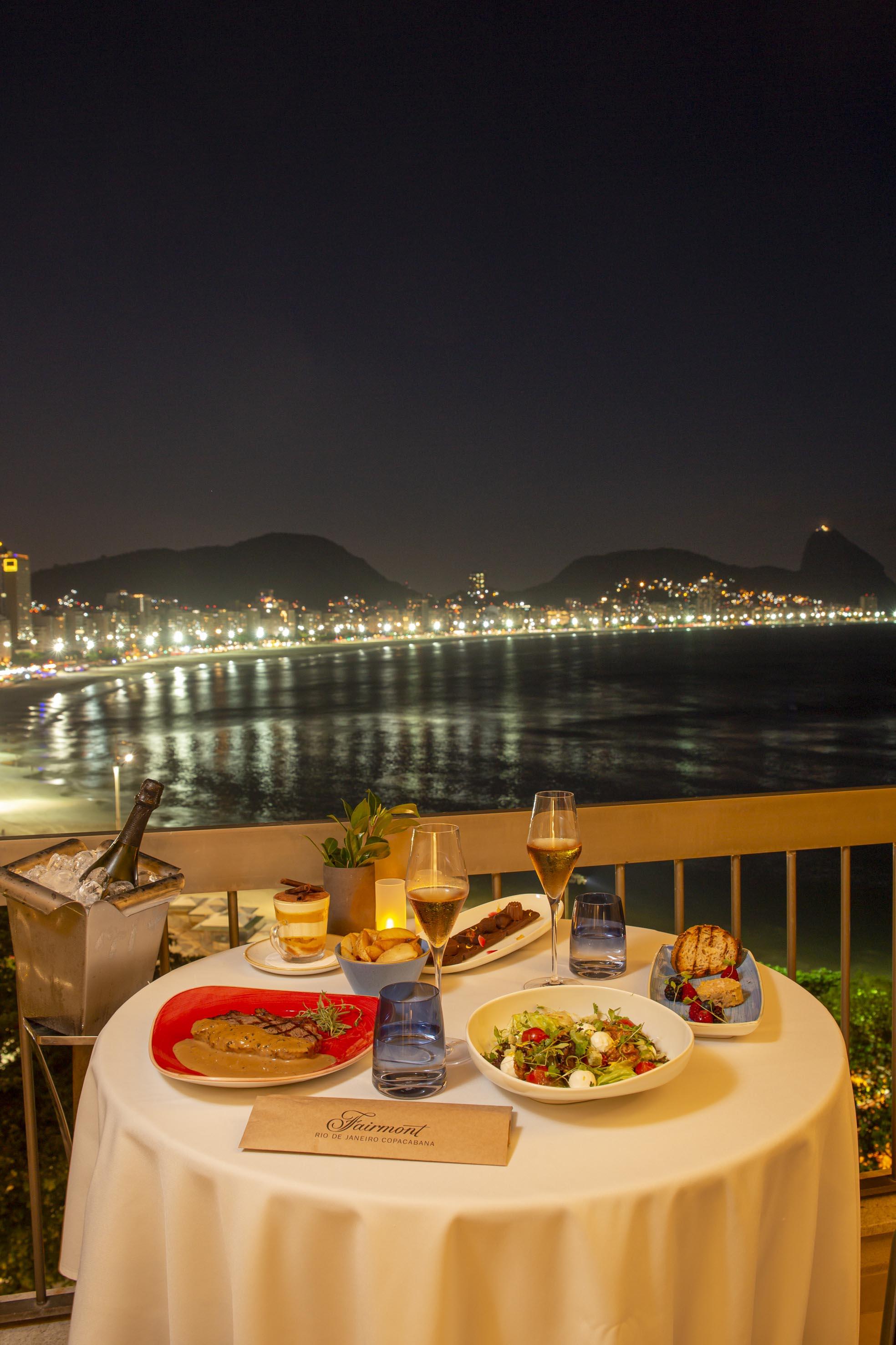 Fairmont Rio: jantar à luz da lua com vista para o mar