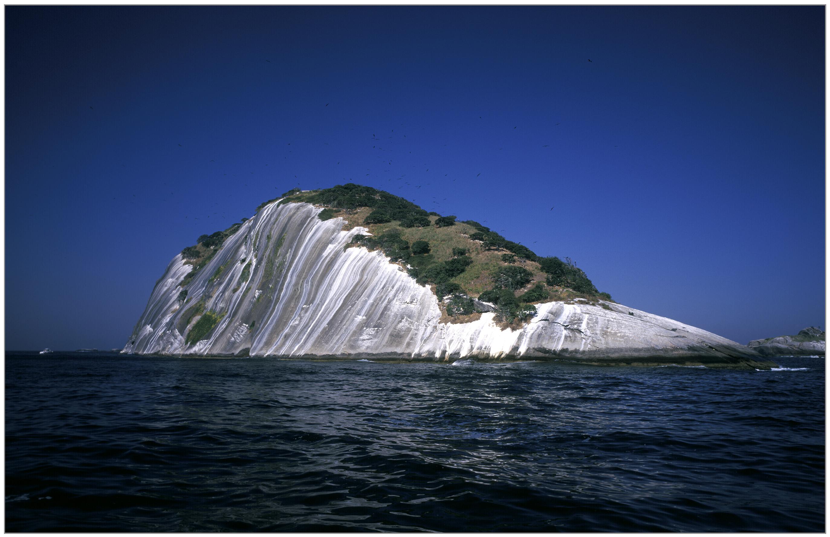 A Ilha Cagarra vista de costas