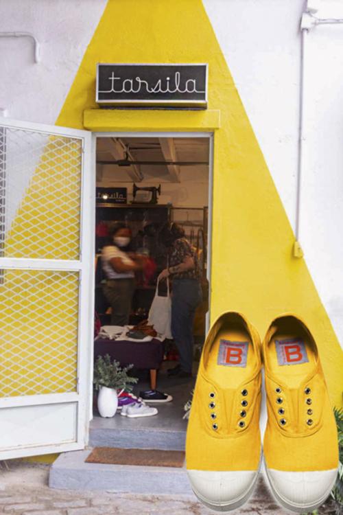 Os modelos da loja Tarsila (acima) e seu primo francês, o Bensimon (à dir.), adorado pelas celebridades: menos é mais -
