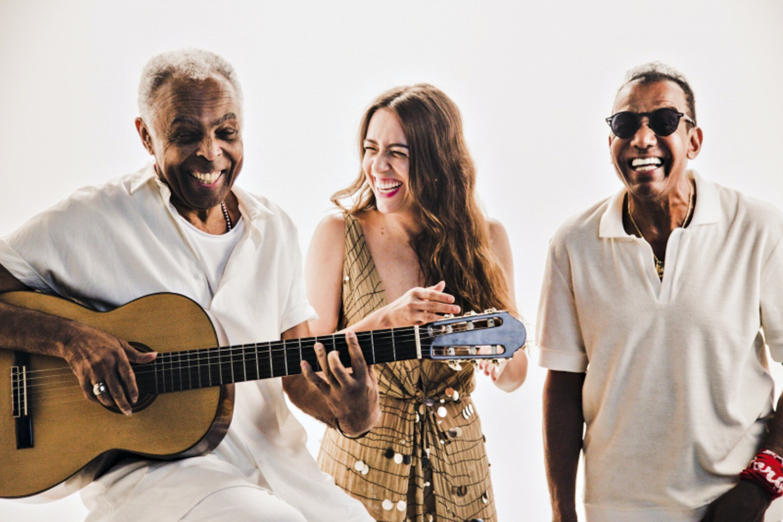 Com Gilberto Gil e Roberta Sá, em 2019: sua última gravação antes da pandemia -