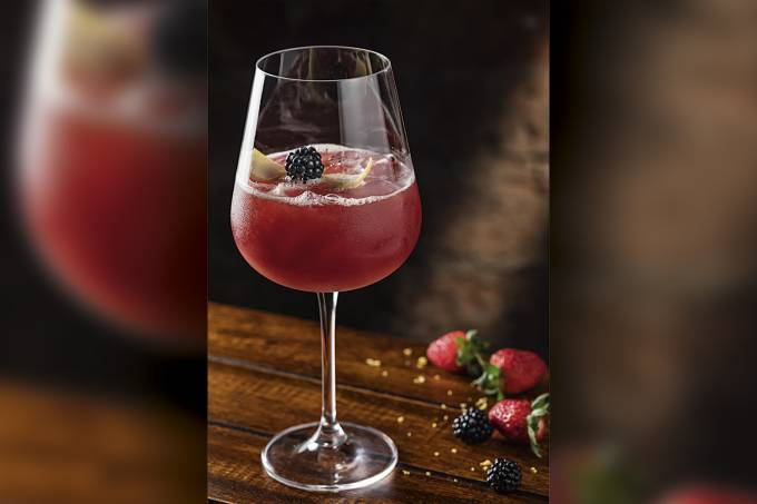 Garoa-Bar-Lounge_Melibeia_vodka,-frutas-vermelhas,-limao-siciliano,-Chambord-e-gimger-ale_Credito-Rodrigo-Azevedo-(1).jpg
