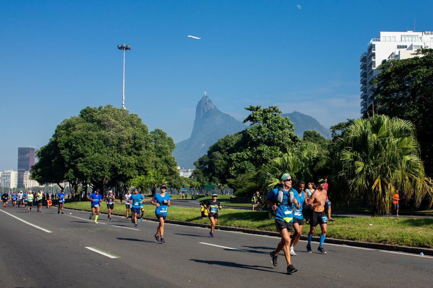 Corredores passam pelo Aterro do Flamengo