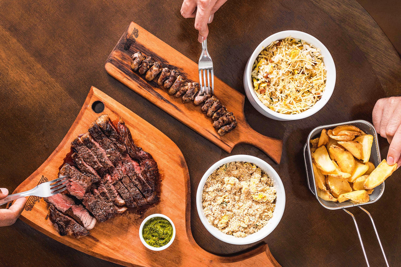 Carne no ponto, coração e farofa, com capricho e qualidade. Receita simples num roteiro que funciona
