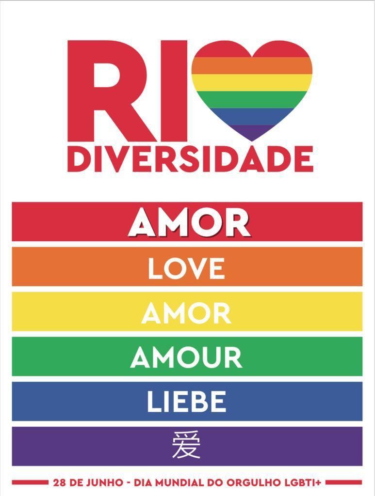 A imagem mostra uma placa em que aparece a palavra Amor, escrita em seis idiomas diferentes