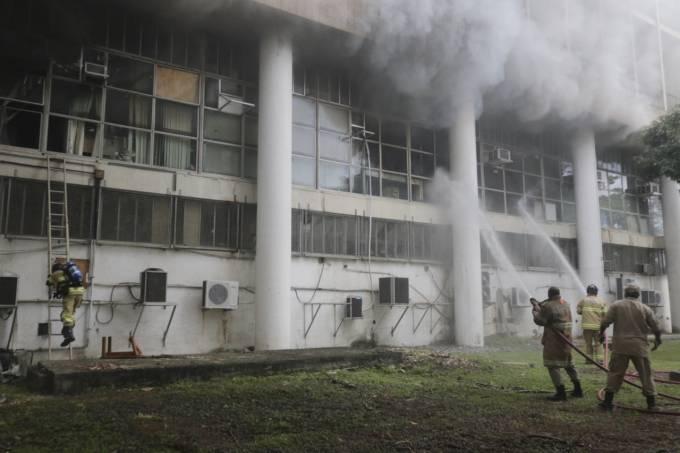 prédio incendiado ufrj