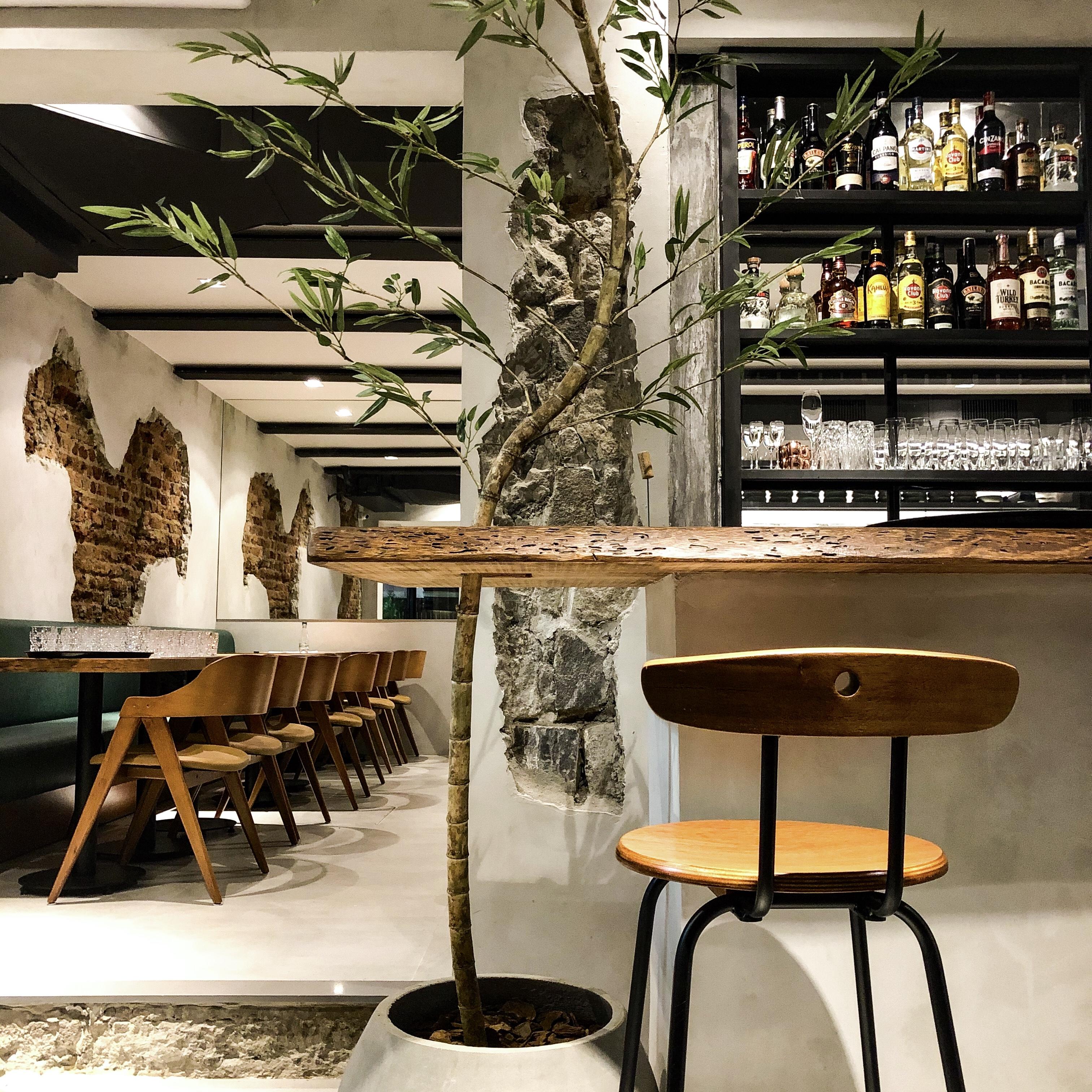 Mäska: salão e bar integrados