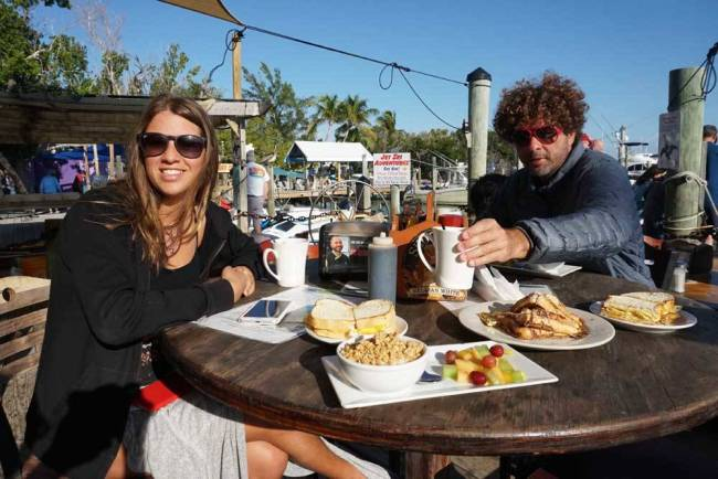 Café-da-manhã alto astral no Robbie's!