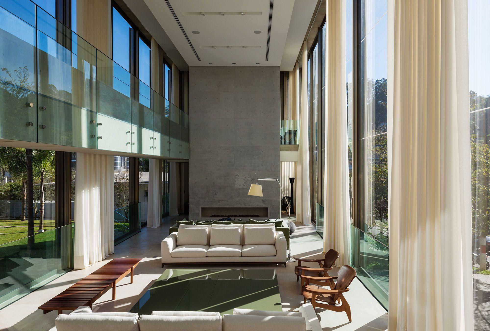 Casa TRD: concreto e vidro em casa contemporânea aberta à natureza